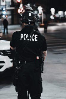 Kiedy policjant może legitymować obywatela?