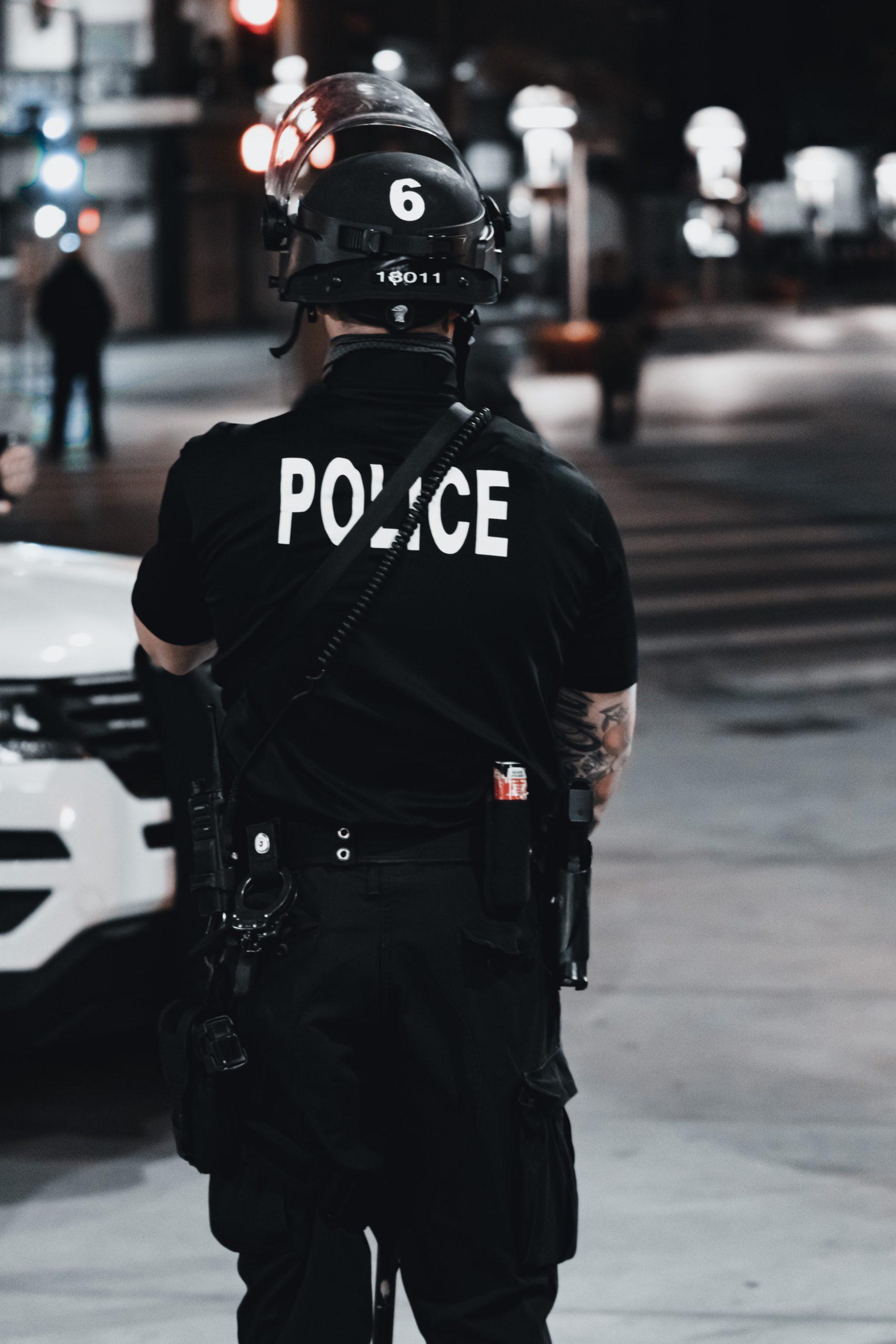 You are currently viewing Kiedy policjant może legitymować obywatela?