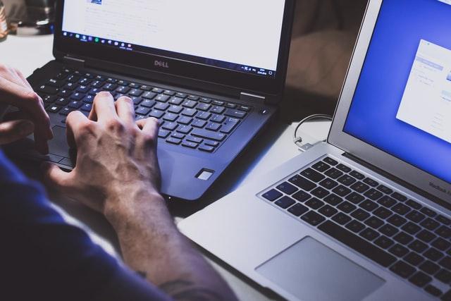 Read more about the article Czy ściąganie z internetu jest legalne?